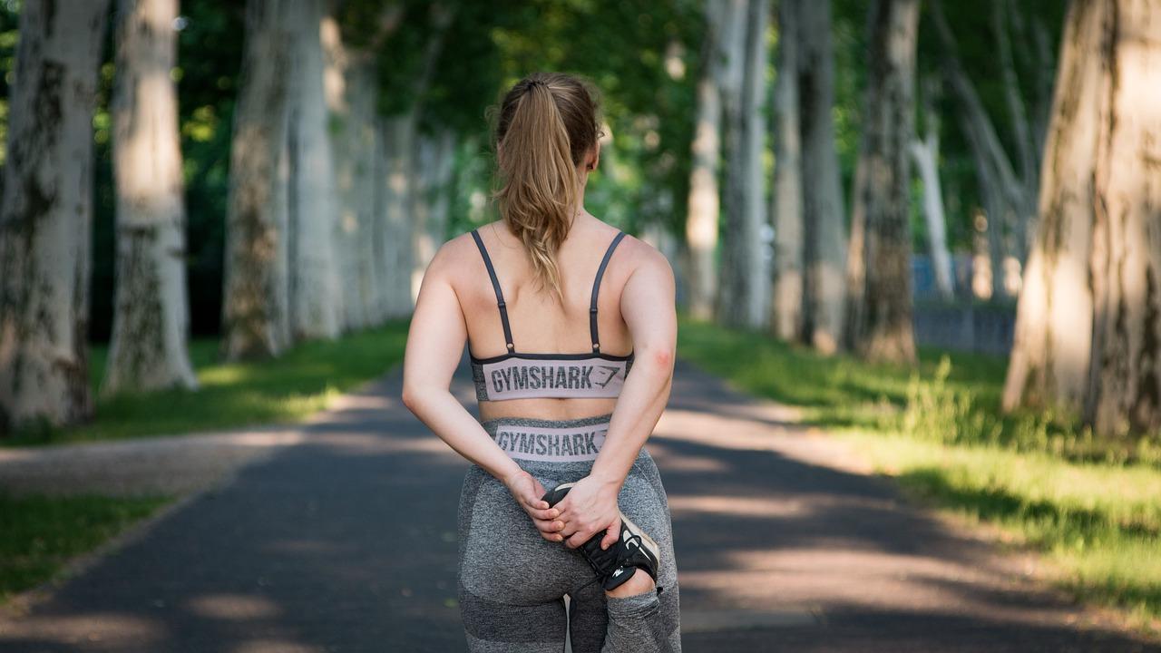Ćwiczenia na pośladki, które nie obciążą Twoich kolan